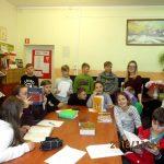 Słowniki na lekcji bibliotecznej w Niemicy
