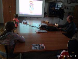 """""""Życie w czasach PRL"""" - lekcja biblioteczna w Pękaninie"""