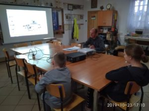 Na zdjęciu Lekcja biblioteczna o przeszłości Pękanina i okolicy