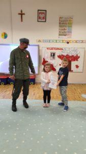 Przedszkolaki świętują odzyskanie Niepodległości z Józefem Piłsudskim