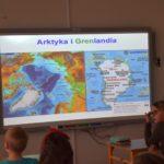 Lekcja biblioteczna w klasy III ZSP w Malechowie pod tytułem Arktyka i Grenlandia